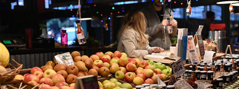 Demander conseil à son épicier et commerçant pour bien conserver et cuisiner les aliments achetés.