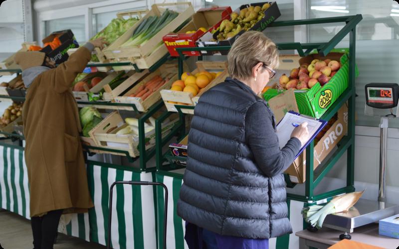 les-bénéficiaires-de-l-association-ANDES-peuvent-récupérer-les-invendus-des-magasins-pour-faire-des-économies