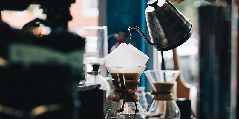 café en el bar