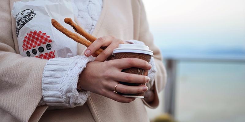 evita el café para llevar