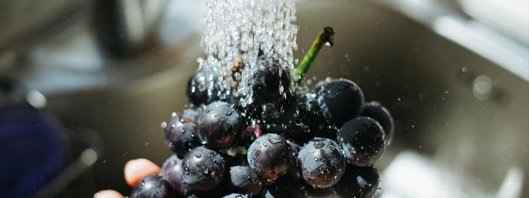 lavar fruta para conservarla mejor