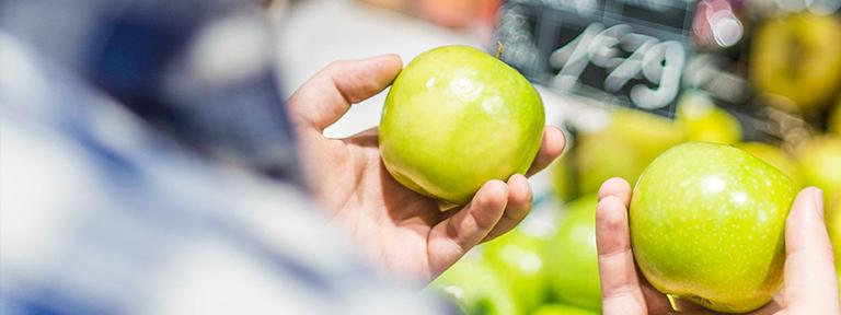 escoger la fruta en el supermercado para no desperdiciar alimentos